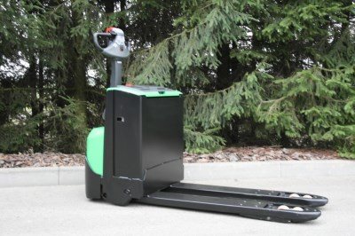 BT LWE 220 powered pallet truck