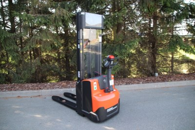 BT SWE 120 powered stacker - NEW